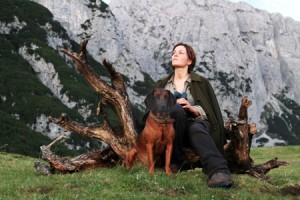 Frau (Martina Gedeck) und Hund Luchs