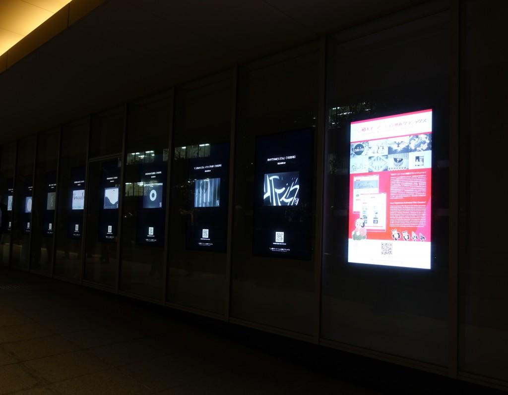 KS46Wallの屋外展示上映の様子3